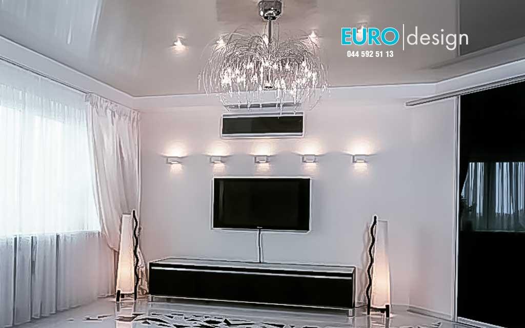 Глянцевые натяжные потолки - зеркальная поверхность визуально увеличит объем помещения. В ассортименте имеется  86 цветов глянцевой пленки ПВХ. Цена - от 170 гривен метр.