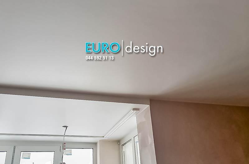 Установка матового двухуровневого натяжного потолка. фото 4